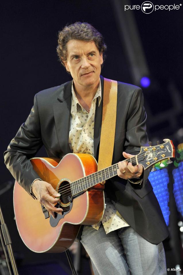 Francis Cabrel a franchi le cap des 25 millions d'albums vendus, ce qui lui vaut en décembre 2010 la Grande Médaille de la chanson française décernée par l'Académie française.