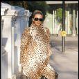 Kylie Minogue en mode animale dans les rues de Londres le 8 décembre 2010