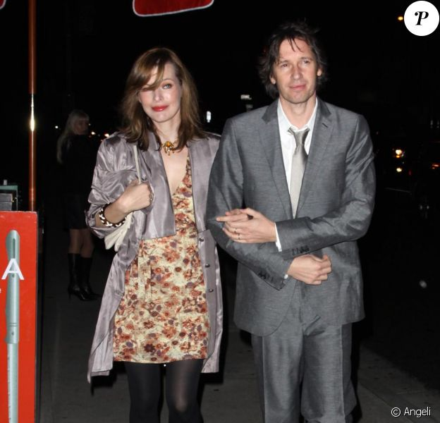 Milla Jovovich et son mari Paul W. S. Anderson sortent du restaurant BOA dans West Hollywood, le 9 décembre 2010