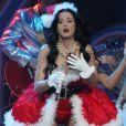 Katy Perry en mère Noël lors du Jingle Ball 2010 au BankAtlantic Center en Floride le samedi 11 décembre 2010
