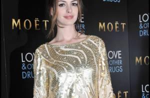 Anne Hathaway se confie sur son frère homosexuel et son nouveau petit ami !