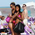 Angela Simmons sur la plage de Miami, en bikini rose, le 31 décembre 2010
