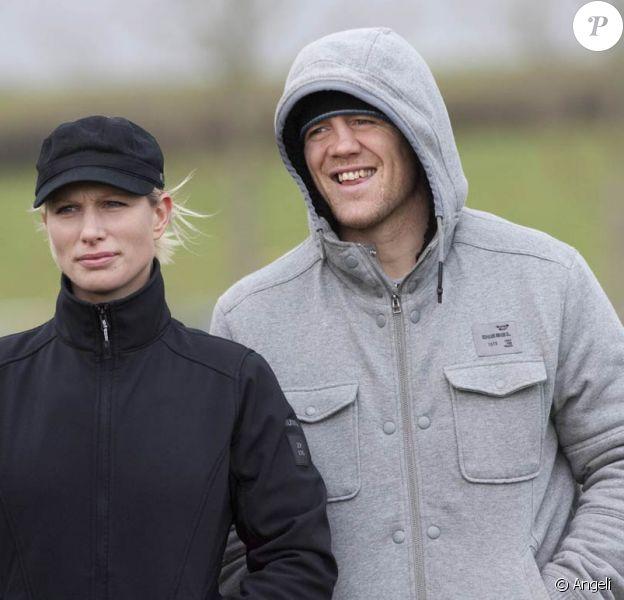 Le 16 janvier 2011, Zara Phillips était l'invitée de prestige d'un steeple chase. L'occasion pour elle de profiter de tendres moments avec son futur époux Mike Tindall, au grand air du Gloucestershire.