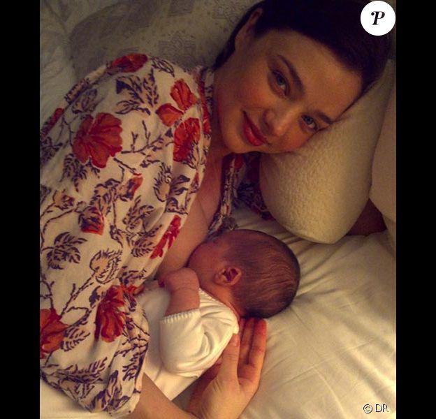 Miranda Kerr poste une photo d'elle et son bébé Flynn sur son Twitter