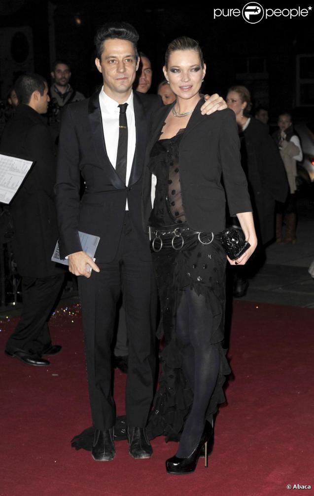 Kate Moss et Jamie Hince, un couple terriblement glamour sur tapis rouge