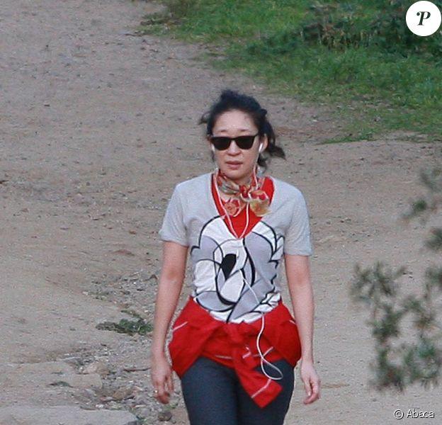 Sandra Oh ne délaisse pas son corps et l'entretient à coups de séances de jogging intensives ! Le 6 février à Los Angeles