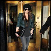 Victoria Beckham enceinte : Toujours mince et lookée avec un David intello-chic