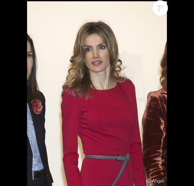 """Letizia d'Espagne et Felipe d'Espagne au salon international d'art contemporain """"Arco 2011"""" à L'IFEMA de Madrid, le 17 février 2011."""