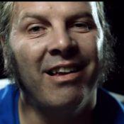 """Philippe Katerine montre les dents, joue avec ses sourcils et va """"bien mal"""" !"""