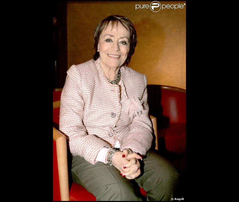 Annie girardot lors de l 39 avant premi re du film le temps des porte plumes en 2006 - Le temps des porte plumes film ...