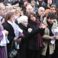 Line Renaud, les petits-enfants d'Annie, Lola et Renato, quittant  l'église Saint-Roch à Paris où se sont déroulées les obsèques d'Annie  Girardot le 4 mars 2011