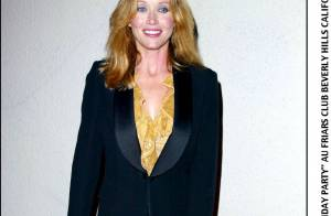 La très belle Tanya Roberts, ex-James Bond Girl, dévoile ses charmes...