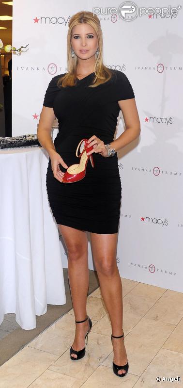 Ivanka Trump, enceinte, lors du lancement de sa collection de chaussures chez Macy's à New York le 17 mars