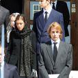 La princesse Antoinette, morte dans la nuit du 17 au 18 mars, a reçu l'hommage de tout-Monaco à ses  funérailles le 23 mars... Charlotte et Andrea Casiraghi (ainsi qu'Alexandra de Hanovre, derrière, et Pierre Casiraghi) se sont recueillis...