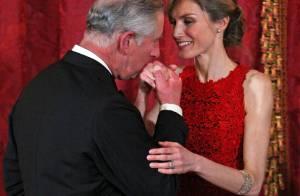 Le prince Charles assiste à une belle chute et charme Letizia d'Espagne !