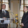 Lambert Wilson au ministère de la Culture, à Paris, lors de sa remise des insignes d'officier dans l'ordre national du Mérite. 5 avril 2011