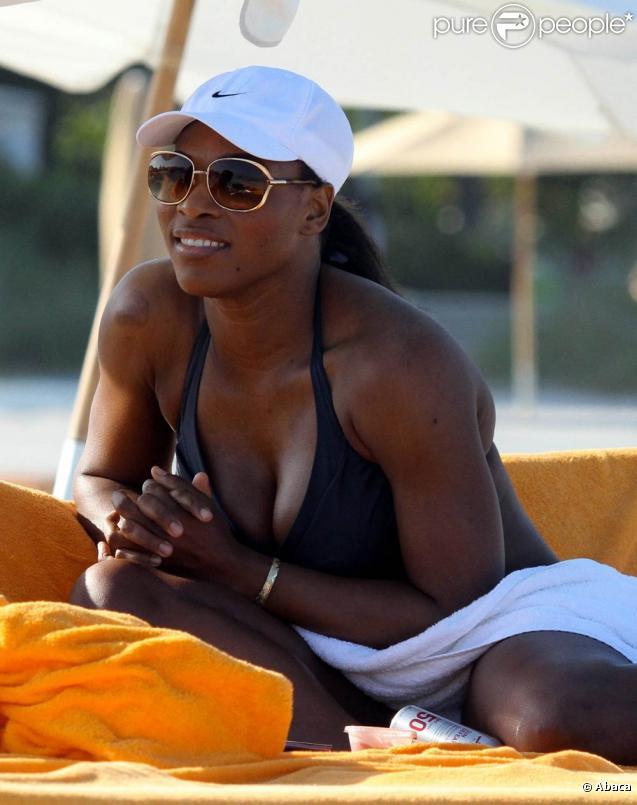 Serena Williams sur la plage de Miami, début avril 2011. La championne de tennis sort enfin de longs mois de problèmes de santé.