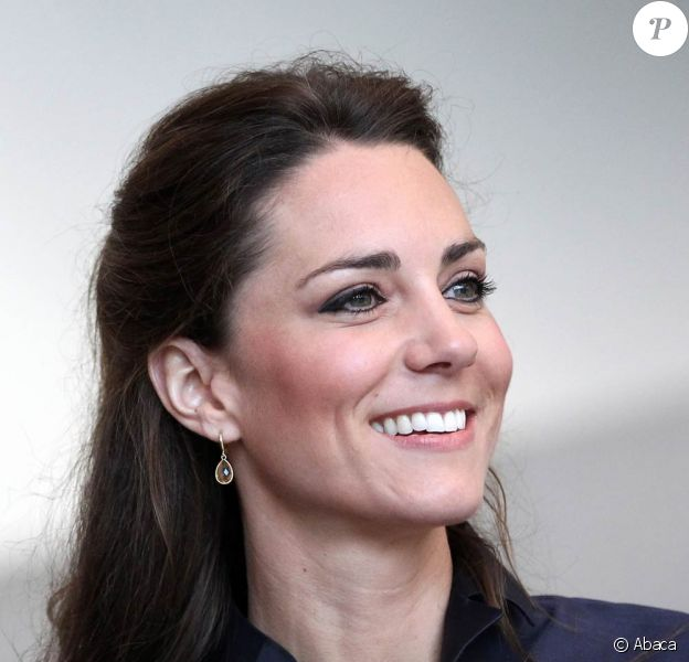 Kate Middleton (photo : le 11 février 2011 dans la Lancashire) aime-t-elle les bonbons ? Si oui, elle aurait pu se procurer celui à son effigie, une pièce exclusive et très prisée...