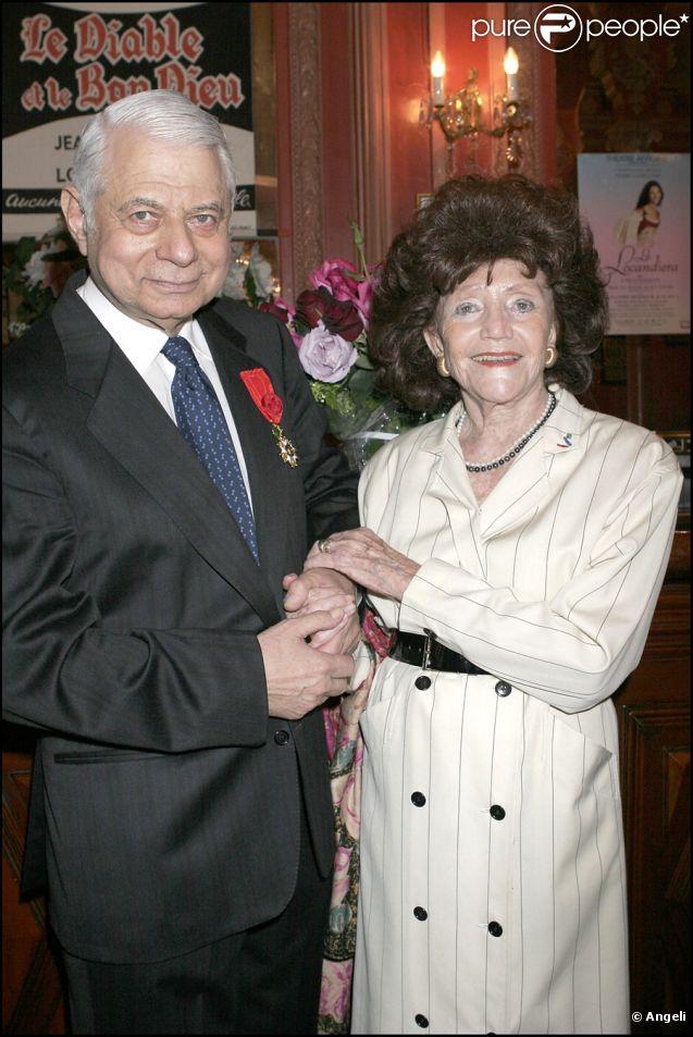 Daniel Darès en mai 2005 lorsqu'il reçoit la Légion d'Honneur au foyer du théâtre Antoine-Simone Berriau. Ici avec sa femme Héléna Bossis