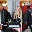 Caroline (Secret Story 2) à l'aéroport de Roissy le lundi 18 avril 2011 avant de s'envoler vers Miami pour tourner les Anges de la télé-réalité 2.