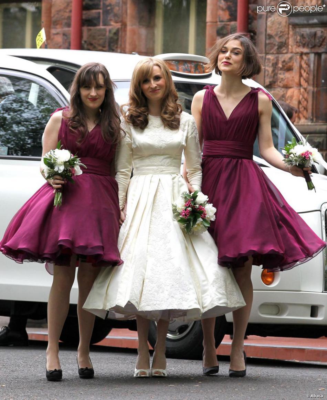Keira Knightley aux côtés de la mariée Kerry Niwon et dune ...