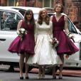 Keira Knightley aux côtés de la mariée Kerry Niwon et d'une demoiselle d'honneur lors du mariage de son frère Caleb Knightley au Pollokshields Burgh Hal de Glasgow en Ecosse le 23 avril 2011