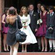 Photo de famille lors du mariage de Caleb Knightley au Pollokshields Burgh Hal de Glasgow en Ecosse le 23 avril 2011