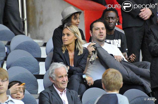 Cécile de Ménibus et Thomas NGijol lors de la victoire du PSG sur Valenciennes 3 buts à 1, au Parc des Princes, à Paris, le 30 avril 2011.