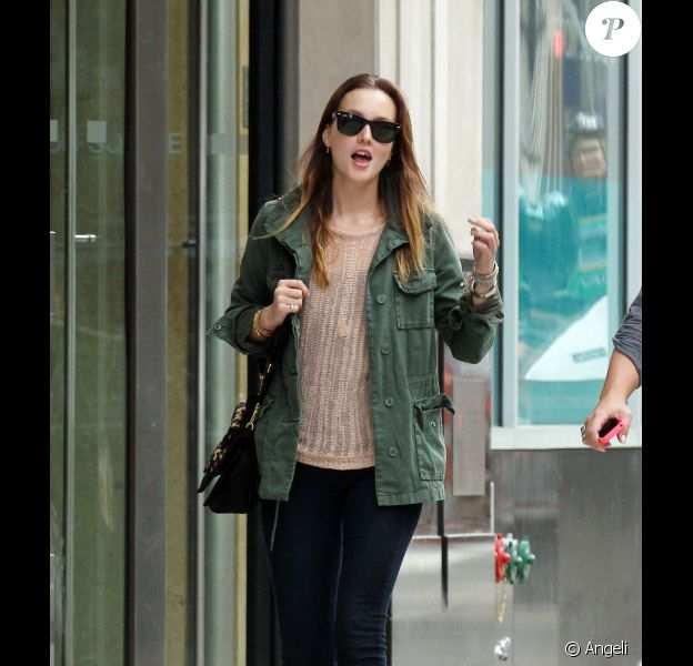 Leighton Meester dans les rues de New york le 1e mai 2011