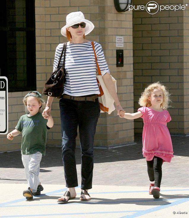 Marcia Cross sortant d'une librairie avec ses jumelles Eden et Savannah à Los Angeles le 4 mai 2011.