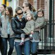 Sarah Jessica Parker en compagnie de ses jumelles Marion Loretta Elwell Broderick et Tabitha Hodge Broderick en avril 2011 à New York