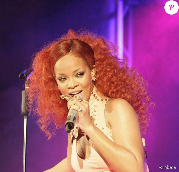 Rihanna met le feu en Allemagne avec son tube California King Bed ! Elle vient célébrer les 100 ans de Nivea. Hambourg, 9 mai 2011