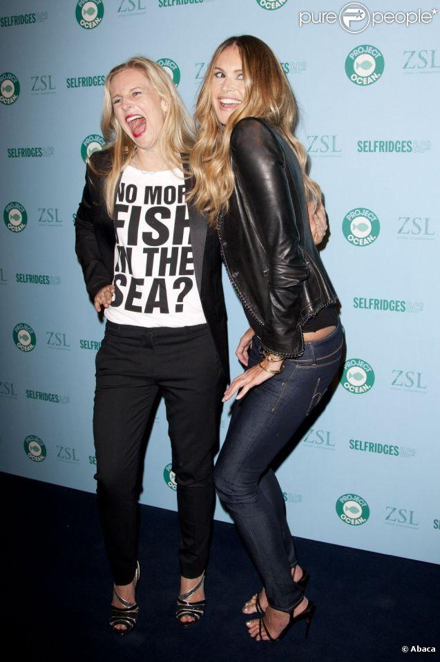 Elle Macpherson amuse la galerie avec son Body ! Londres, 11 mai 2011