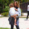 Jessica Alba enceinte, passe l'après-midi avec son mari Cash Warren et leur fille Honor au parc Cold Water à Los Angeles, le 15 mai 2011