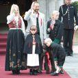 Le couple héritier de Norvège, Haakon et Mette-Marit, a honoré dans la plus pure tradition la fête nationale, le 17 mai 2011. En plus de leurs enfants, Marcus, Ingrid et Sverre, le labradoodle chéri de la famille, Milly Kakao, a assuré !