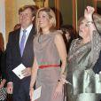 Le 17 mai 2011, jour de ses 40 ans, la princesse Maxima des Pays-Bas procédait à la remise des prix du Fonds d'Oranje qu'elle préside, à La Haye, en présence de son époux le prince Willem-Alexander et de la reine Beatrix.
