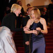 Cannes 2011 : Jodie Foster prise d'une crise de rire sur tapis rouge !