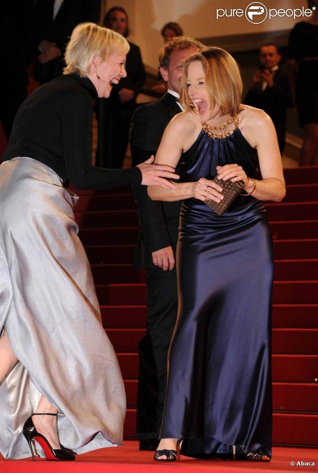 Jodie Foster est prise d'un fou rire lors de la projection de Melancholia, le 18 mai 2011, dans le cadre du 64e festival de Cannes.