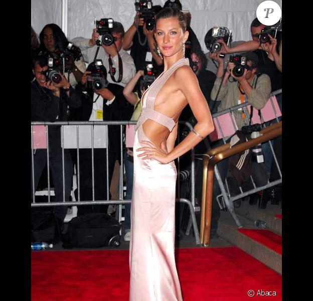 Gisele Bundchen au Superheroes : Fashion and Fantasy, au MET de New York