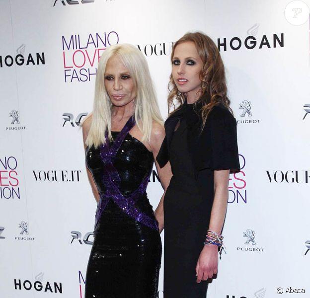 Allegra et Donatella Versace en février 2011, à Milan.