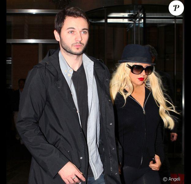 Christina Aguilera (avec son petit ami Mat Rutler) quitte le Ed Sullivan Theatre après avoir enregistré son passage au David Letterman Show, lundi 16 mai 2011, à Los Angeles.