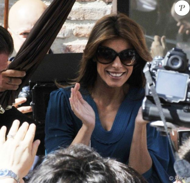 Elisabetta Canalis était rayonnante au mariage du guitariste italien Stef Burns avec la présentatrice de télévision Maddalena Corvaglia, à Modène le 28 mai 2011.