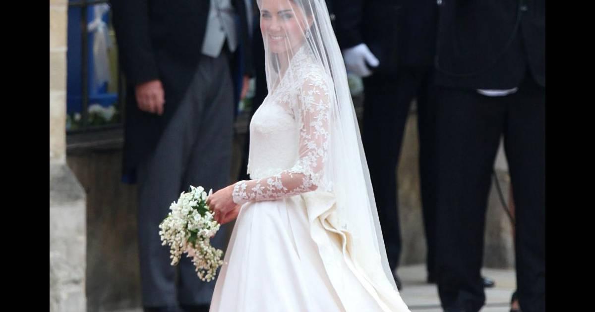 Robe alexander mcqueen port e par kate middleton le jour for Alexander mcqueen robe de mariage