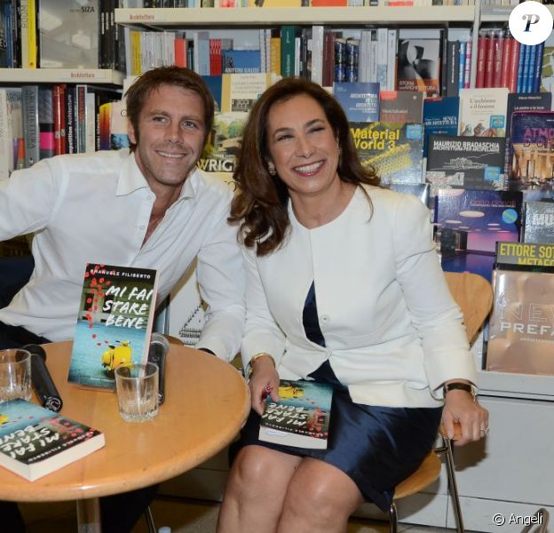 Emmanuel Philibert de Savoie présente son roman Mi Fai Stare Bene, le 31 mai 2011. La journaliste Cesara Buonamici est à ses côtés.