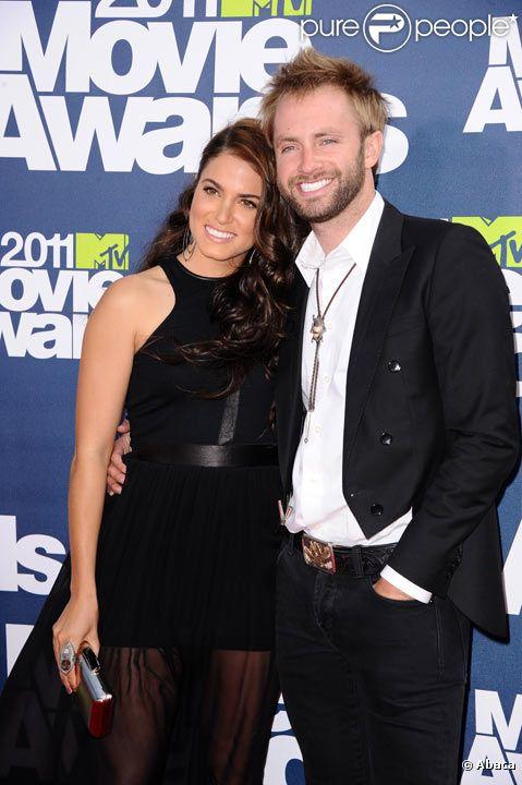 Nikki Reed et Paul McDonald en juin 2011 à Los Angeles posent lors des MTV Movies Awards