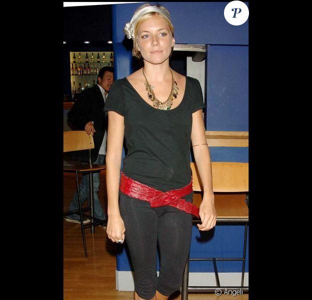 Sienna Miller a hesité entre la tenue de sport et l'habit de bohemienne. Elle aurait dû trancher. Vraiment.