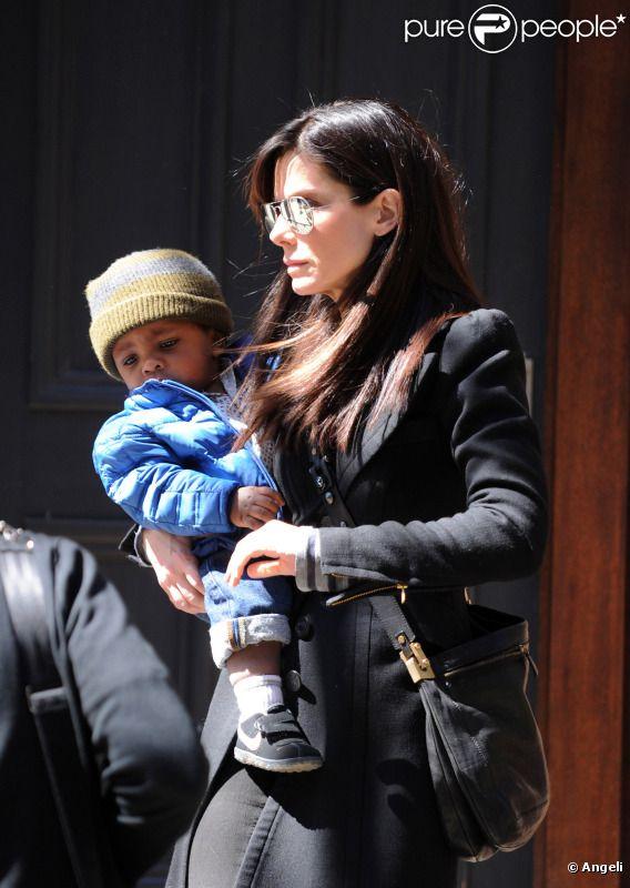 Sandra Bullock et son fils Louis en mars 2011