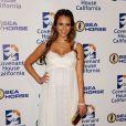 Jessica Alba est radieuse dans sa longue robe blanche lors de la soirée de charité organisée par l'association  Covenant House California au Beverly Hilton Hotel à  Los Angeles, 9 juin 2011