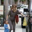 Ellen Pompeo, Chris Ivery et leur petite Stella à Los Angeles, le 4 juin 2011. Ils rentrent à leur domicile après avoir déjeuné à Beverly Hills.