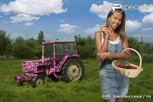 Karine Le Marchand est une excellente présentatrice et sait parler aux 14 agriculteurs à la recherche de l'amour !
